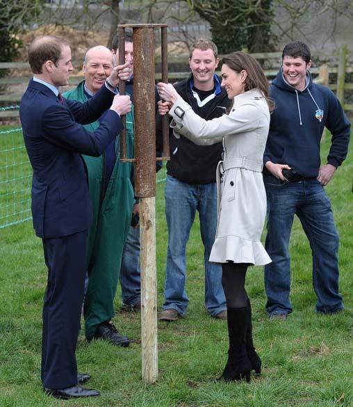 Príncipe William e Kate Middleton na Faculdade de Agricultura e Alimentação de Greenmount, Irlanda do Norte, março de 2011