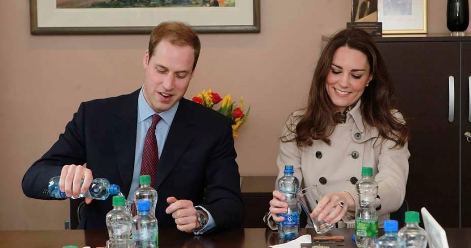 Kate Middleton e príncipe William visitam o Centro da Juventude, Irlanda do Norte, março de 2011
