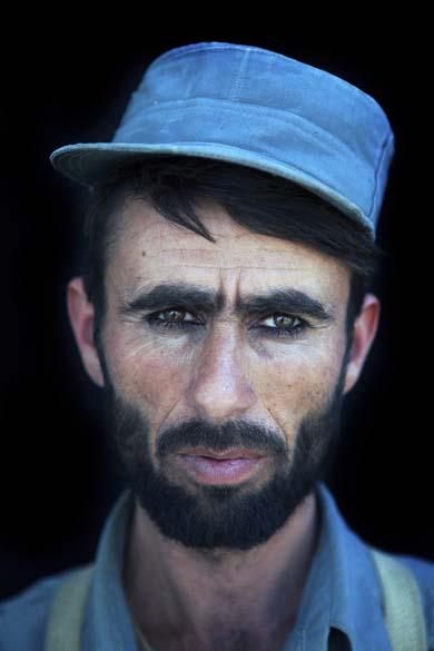 """Imagem de um recruta em centro da treinamento em Kunduz, no Afeganistão, é a foto vencedora em segundo lugar na categoria """"Portraits Stories"""", da premiação """"World Press Photo Award"""". Foi tirada por Ton Koene, da Holanda, em setembro"""