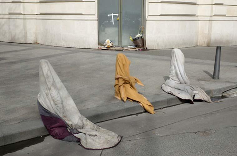 Em Questões Contemporâneas - Foto Única, o vencedor foi o francês Pierre-Olivier Deschamps, da Agence Vu. Na imagem, a avenida parisiense Champs Elysées.