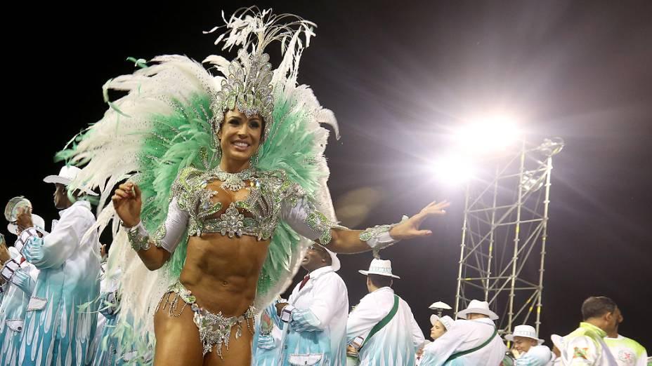 Gracyanne Barbosa durante o desfile da  X-9 Paulistana no segundo dia de desfile do Grupo Especial de São Paulo