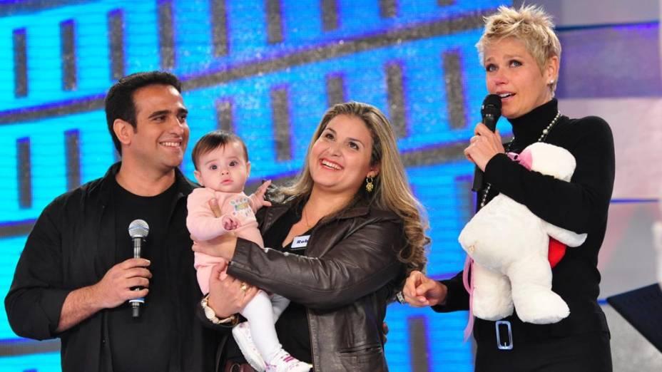 Durante gravação do programa em comemoração aos 25 anos da Xuxa na Rede Globo, a apresentadora se emocionou com o casal Márcio e Roberta que se conheceram no programa da Xuxa, 2011