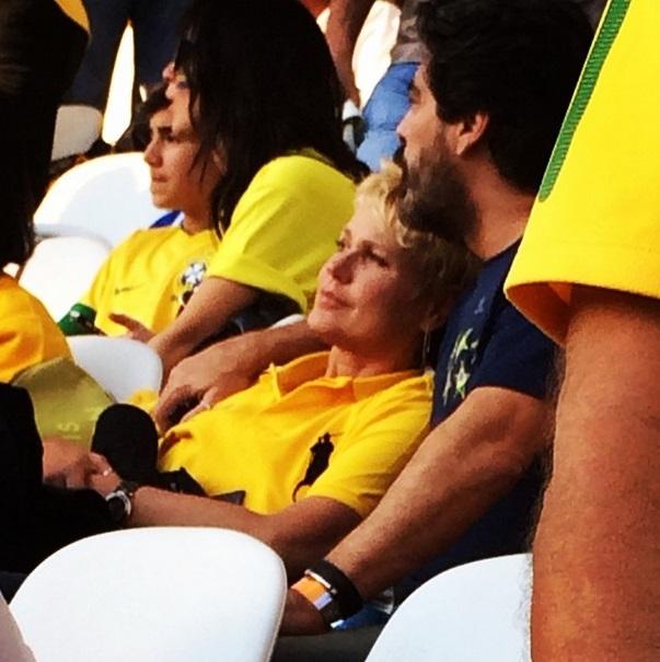 Xuxa e Junno assistem ao jogo do Brasil, no Itaquerão.