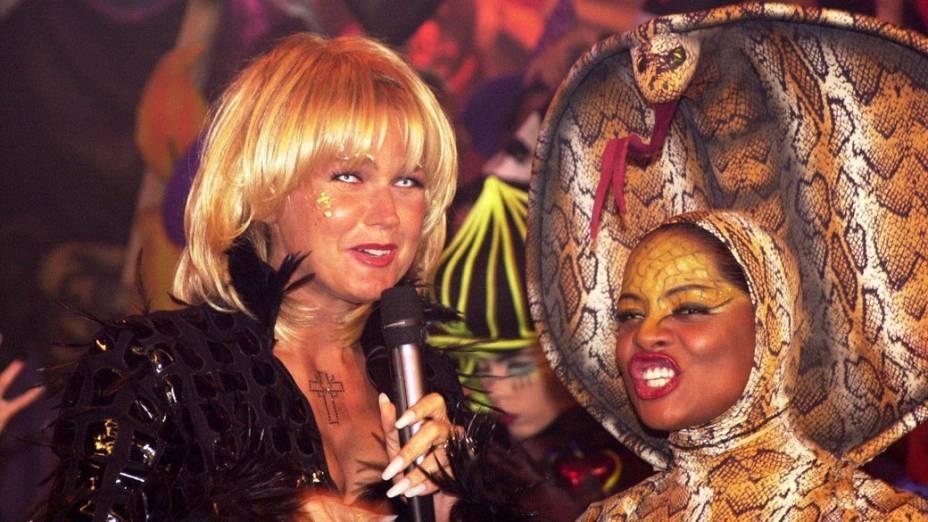 Xuxa usando lente de contato branca, comemorando o Halloween no Planeta Xuxa, 2001