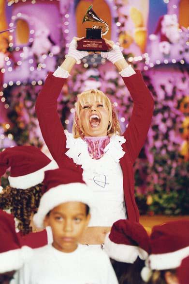 Xuxa comemorando o recebimento do prêmio Grammy Latino, na categoria melhor álbum infantil pelo CD Xuxa Só Para baixinhos 3, 2003