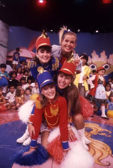 Xuxa e as paquitas no programa Xou da Xuxa da Rede Globo, 1986