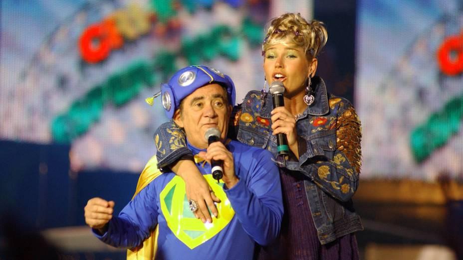 Renato Aragão e Xuxa apresentando o programa Criança Esperança da Rede Globo, 2004