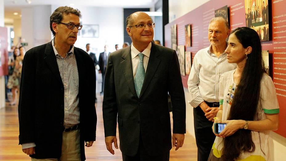 Yoani Sanchéz visita o Museu da Resistência, acompanhada do governador Geraldo Alckmin e do secretário de cultura Marcelo Araújo, em São Paulo