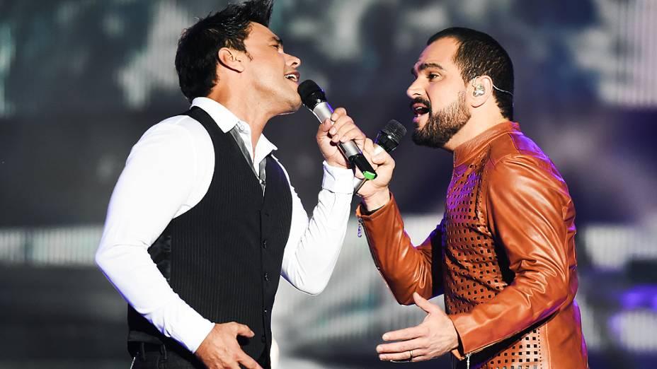 Zezé Di Camargo e Luciano durante gravação do DVD Flores em Vida, no Citibank Hall, em São Paulo