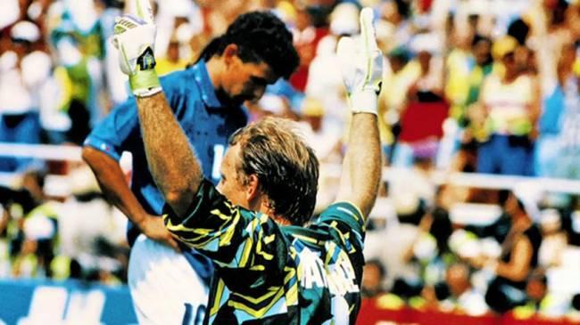 Taffarel comemora o tetra com Baggio ao fundo
