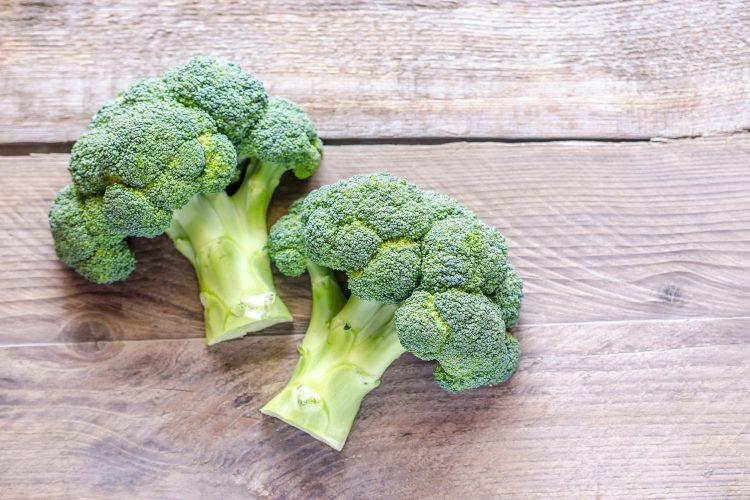 1 - 4 florzinhas pequenas ou 1/2 - 2 colheres de sopa de brócolis