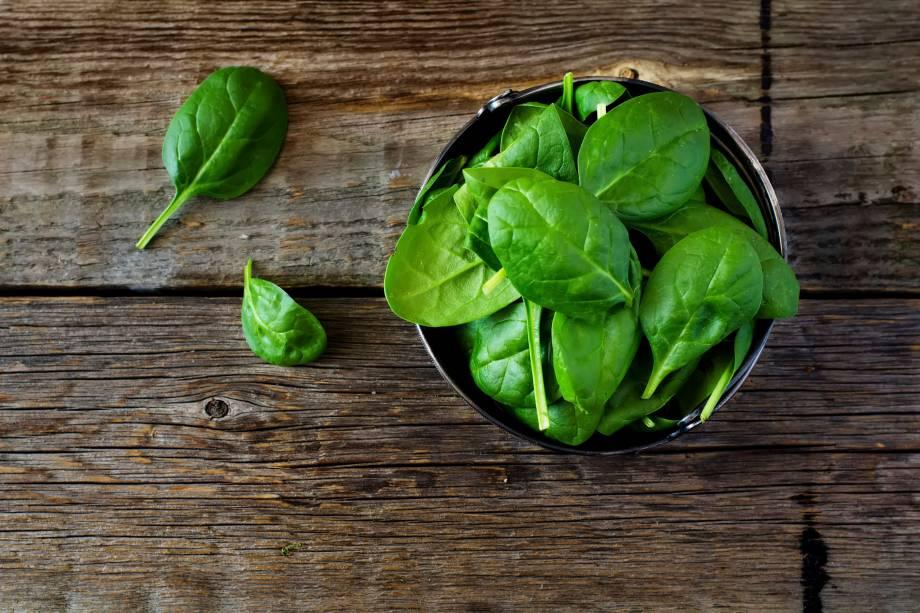 1/2 - 2 colheres de sopa de espinafre ou outra folha verde escura cozida