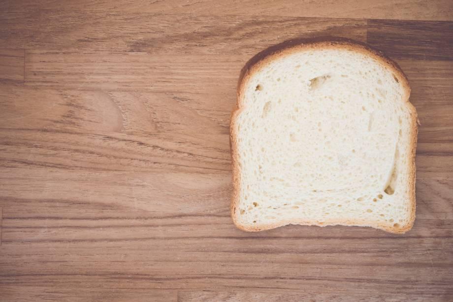 1/2-1 fatia média de pão branco ou integral