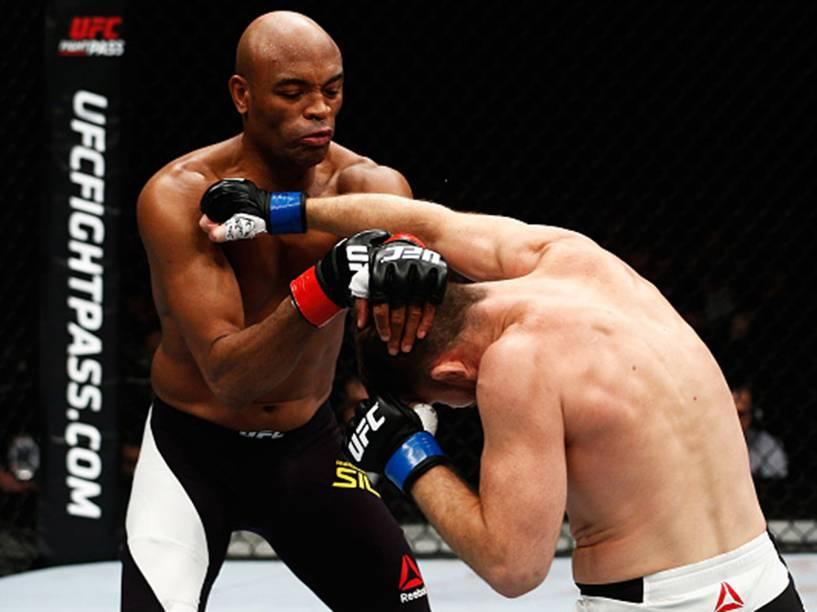 Anderson Silva e Daniel Cormier durante o UFC 200, na arena T-Mobile, em Las Vegas (EUA), na noite deste sábado (09)