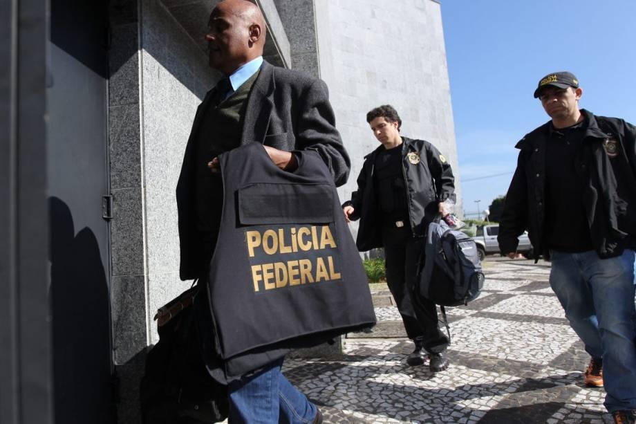 Polícia Federal deflagra a Operação Boca Livre. O alvo da ação são fraudes na Lei Rouanet. No total, 124 policiais federais e servidores da Controladoria Geral da União cumprem 14 mandados de prisão temporária e 37 mandados de busca e apreensão em São Paulo, Rio de Janeiro e no Distrito Federal - 28/06/2016