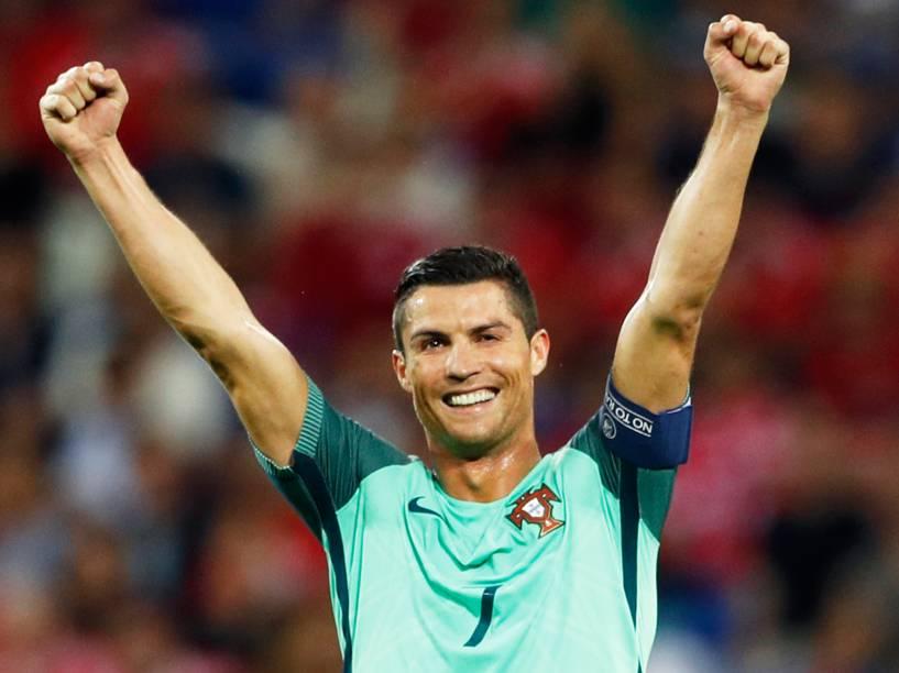 Cristiano Ronaldo comemora após vitória sobre País de Gales por 2 a 0 na semifinal