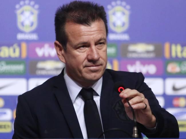 Dunga: problemas com cortes, contusões e falta de gols na Copa América Centenário
