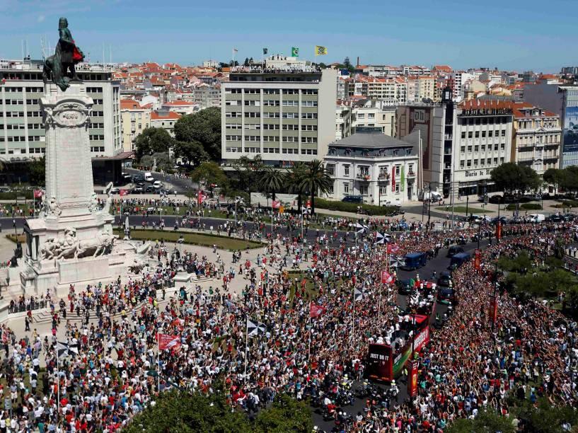 A seleção de Portugal comemora título da Eurocopa 2016, na Praça Pombal, em Lisboa, após derrotarem a França por 1 a 0 - 11/07/2016