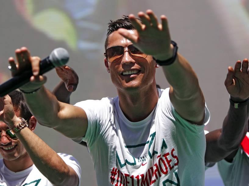 O atacante Cristiano Ronaldo comemora título da Eurocopa 2016, na Praça Pombal, em Lisboa - 11/07/2016