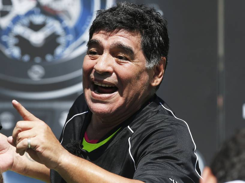 Diego Maradona durante jogo amistoso realizado em Paris, 2016 -