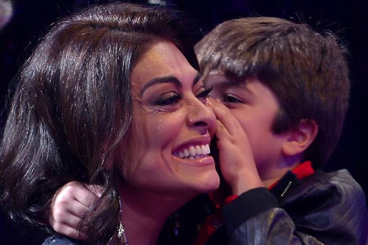 Juliana Paes e o filho no programa de Marcio Garcia