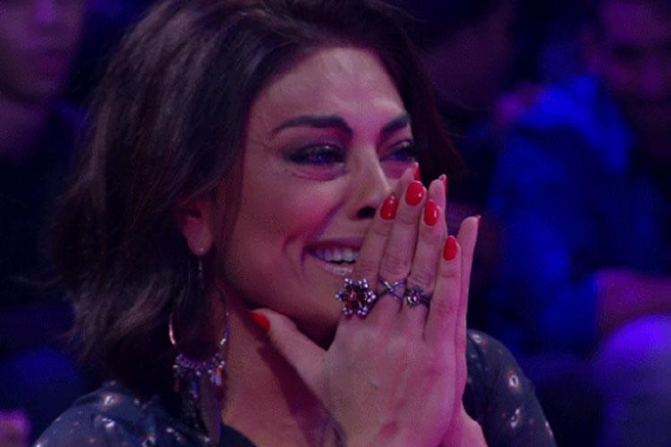 Juliana Paes cai no pranto em Tamanho Família, da Globo