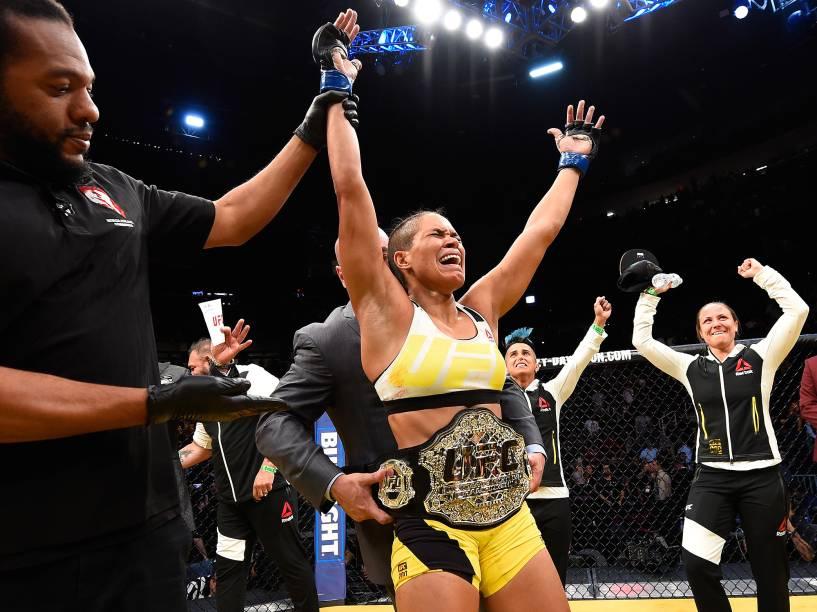 Amanda Nunes vence Miesha Tate durante o UFC 200, na arena T-Mobile, em Las Vegas (EUA), na noite deste sábado (09