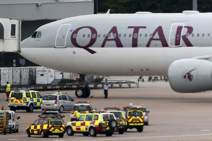 aviao-da-qatar-airways-foi-escoltado-ate-o-aeroporto-de-manchester-apos-uma-suspeita-de-bomba-original.jpeg