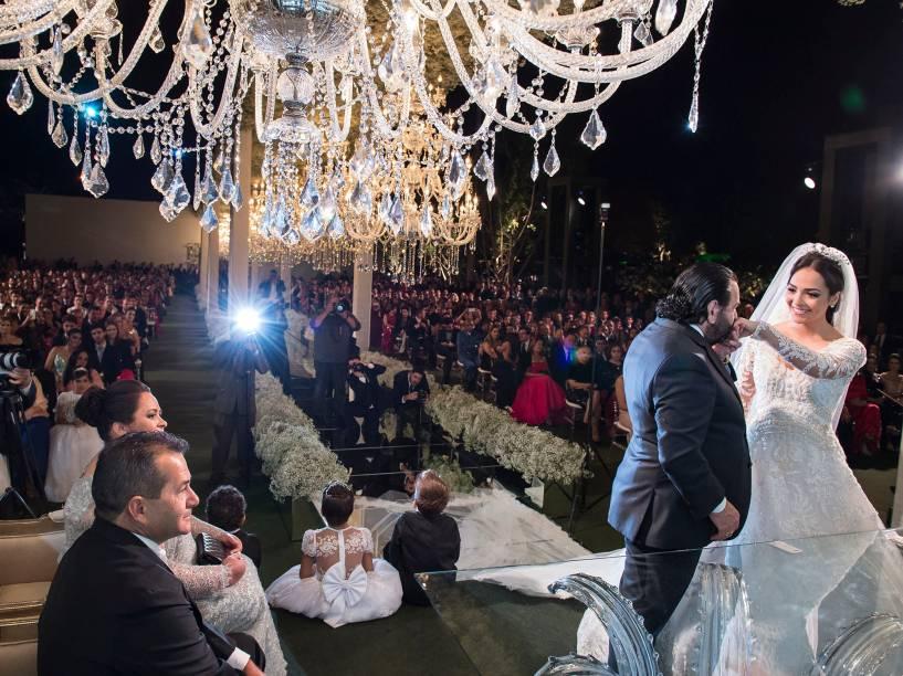 A cerimônia contou com 1 200 convidados e 48 padrinhos