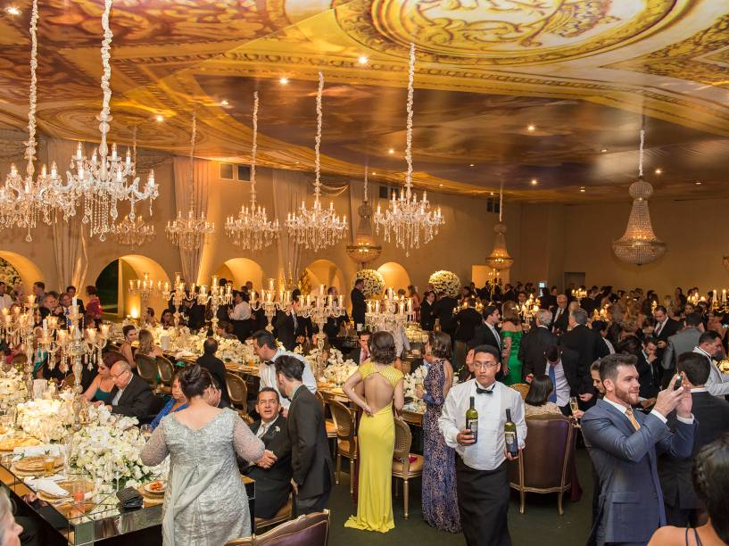 A festa: 960 garrafas de Veuve Clicquot, 300 de uísque Royal Salute e 380 de vinho Brunello servidas por 257 garçons