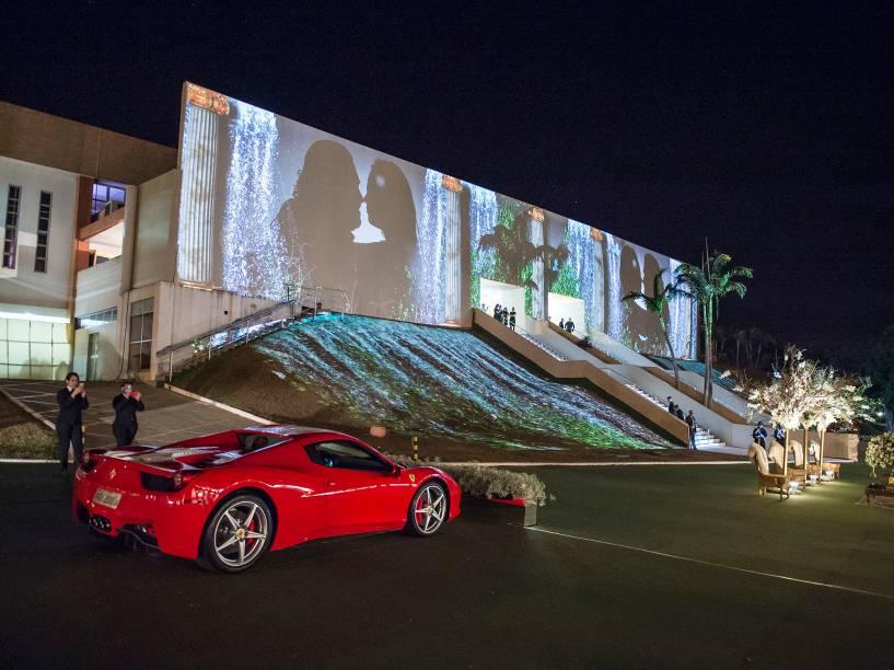Ferrari 458 Spider com que o noivo chegou ao salão