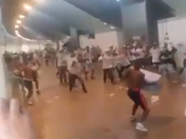 Briga entre torcedores do Flamengo e Palmeiras, no estádio Mané Garrincha, em Brasília