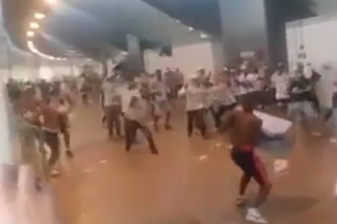 briga-entre-torcedores-do-flamengo-e-palmeiras-no-estadio-mane-garrincha-em-brasilia-original.jpeg