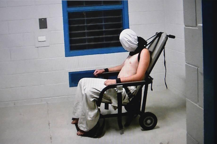 Vídeos de câmeras de segurança mostram adolescentes sendo maltratados em um reformatório na cidade de Darwin, Austrália