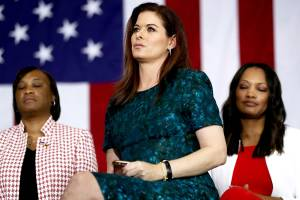 A atriz americana Debra Messing, durante evento de apoio à candidatura de Hillary Clinton, em Culver City, na Califórnia (EUA) - 03/06/2016