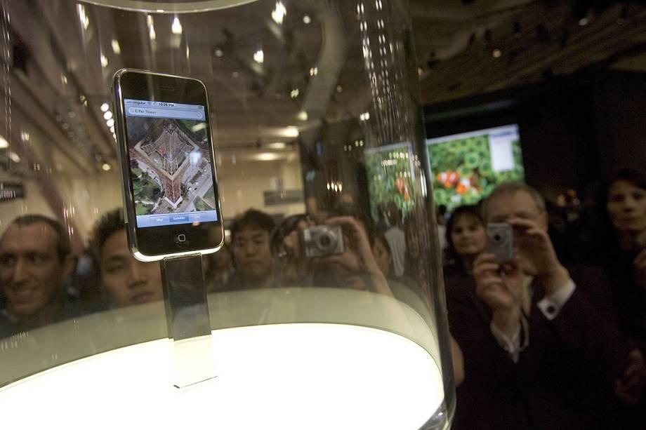 iPhone 2G é exibido em uma loja da Apple, em São Francisco