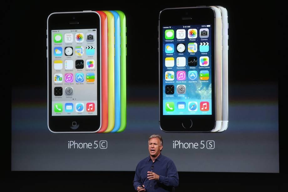 O vice-presidente de marketing da Apple, Phil Schiller, apresenta o iPhone 5C e 5S, em 2013