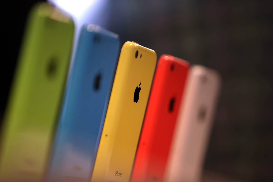 iPhones 5C, lançados em 2013, são exibidos em uma loja da Apple em Cupertino, Califórnia