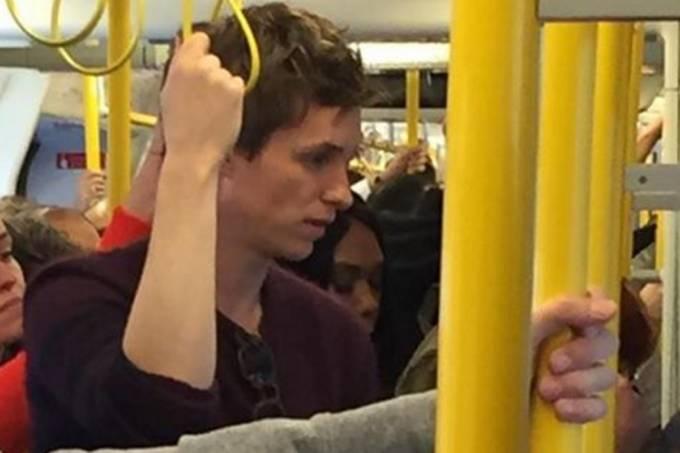 Eddie Redmayne pega o metrô em Londres