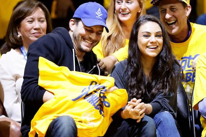 Os atores Ashton Kutcher e Mila Kunis