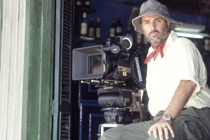 Hector Babenco dirigindo o filme 'Brincando nos Campos do Senhor' de 1991, em Belém.