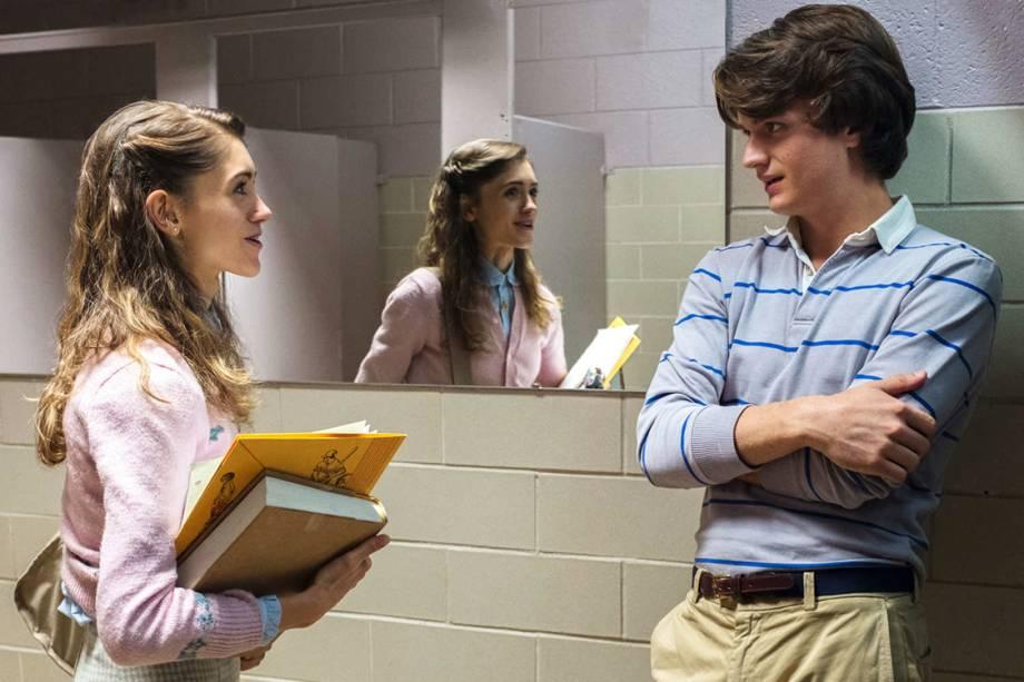 Nancy (Natalia Dyer) e Steve (Joe Keery) na série 'Stranger Things'