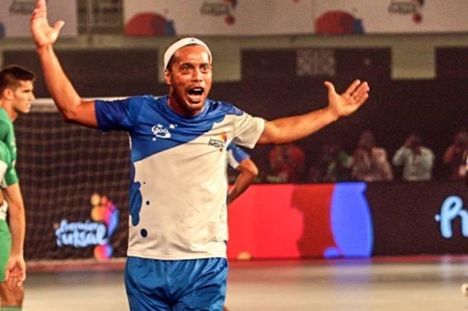 Ronaldinho Gaúcho disputa liga de futsal na Índia