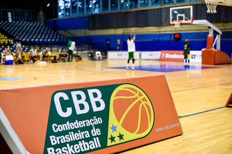 Seleção brasileira de basquete treina no clube Hebraica em São Paulo, em preparação para os Jogos Olímpicos Rio 2016