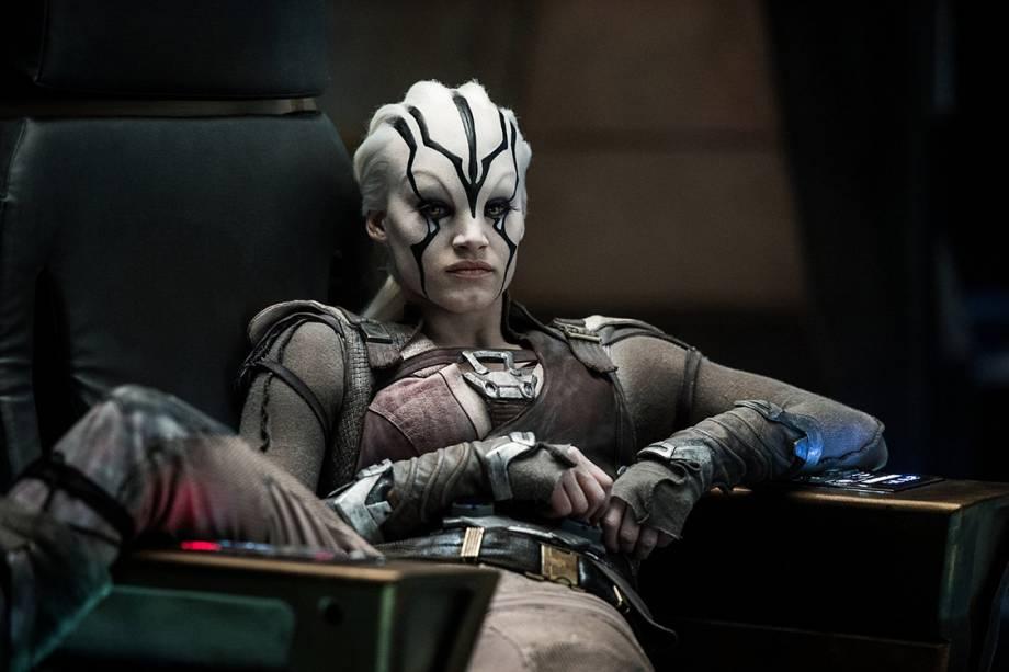 Jaylah (Sofia Boutella) em cenas do filme Star Trek: Sem Fronteiras