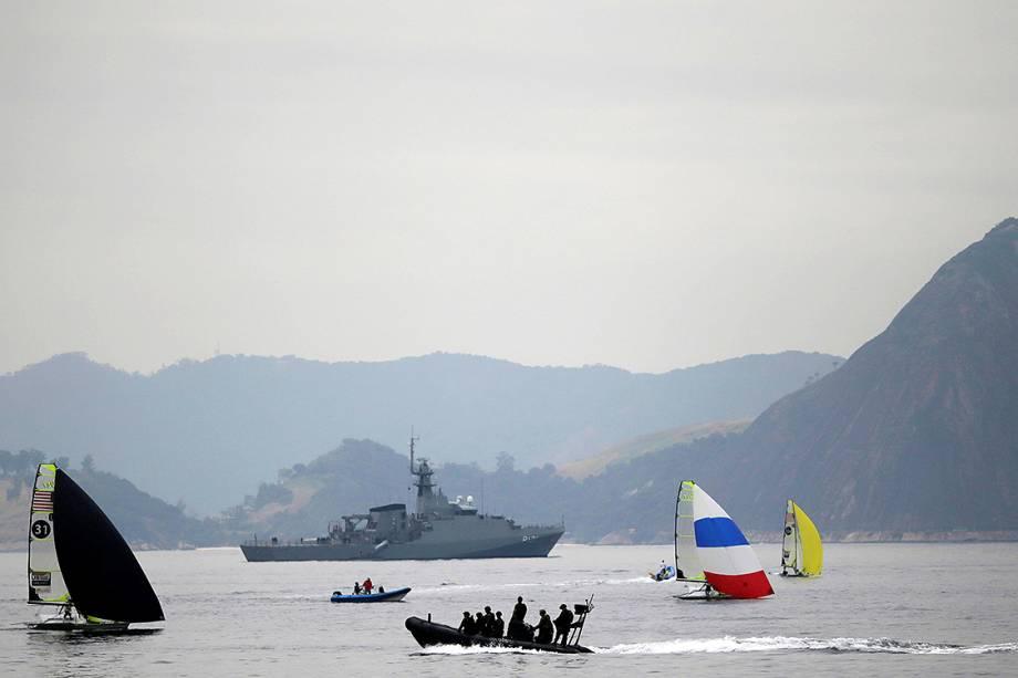 Marinha brasileira realiza treinameto próximo à praia de Botafogo, no Rio de Janeiro - 19/07/2016