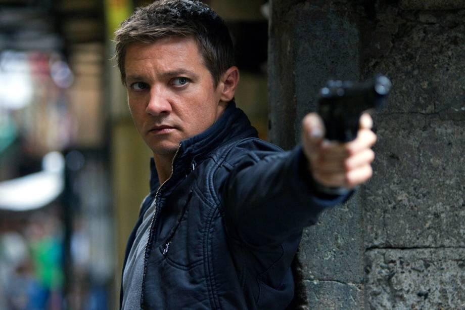 Matt Damon interpreta Jason Bourne no terceiro filme da franquia, 'O Ultimato Bourne' (2007). Considerado uma ameaça pela CIA, o ex-agente secreto, ainda na coleta de dados sobre a sua vida, apagada da memória no programa Treadstone, da agência de inteligência americana, tem de lutar para sobreviver.