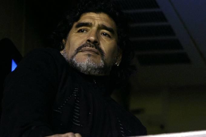 maradona-sai-em-defesa-de-messi-e-chama-neymar-de-mal-educado-20110612-original.jpeg