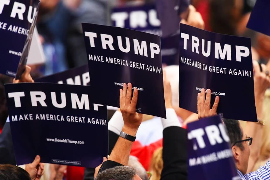 Delegados comemoram após ser oficializada a nomeação de Donald Trump, como candidato à presidência dos Estados Unidos, durante o segundo dia da Convenção Nacional do Partido Republicano americano, realizada em Cleveland (EUA) - 19/07/2016