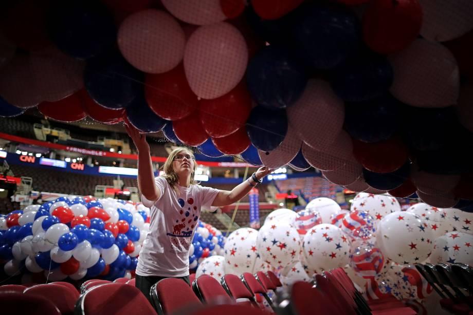 Voluntária ajuda nos preparativos para a Convenção Nacional Republicana na Quicken Loans Arena em Cleveland, Ohio - 15/07/2016